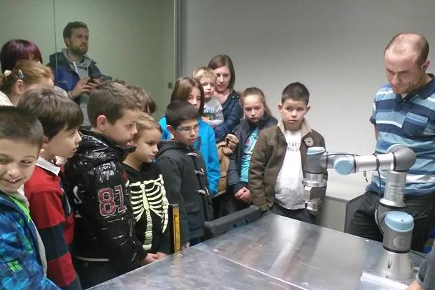 iruna-tecnologias-visita-27.02.17-robot-1
