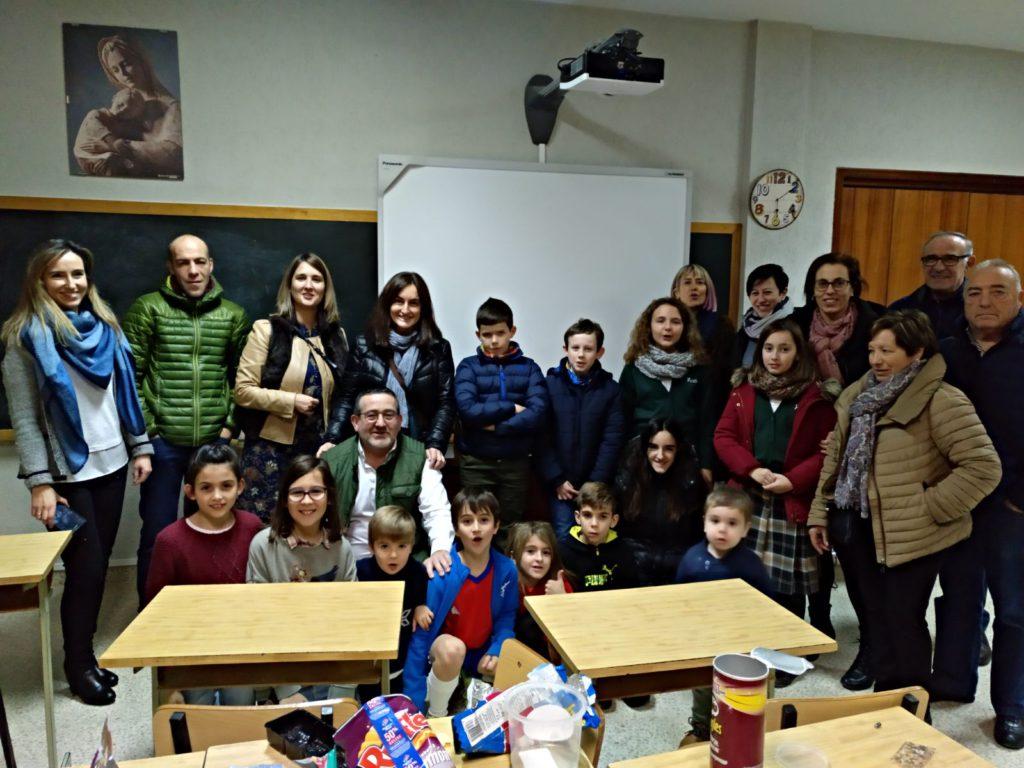 Foto con las familias de la extraescolar de Teresianas, en Pamplona