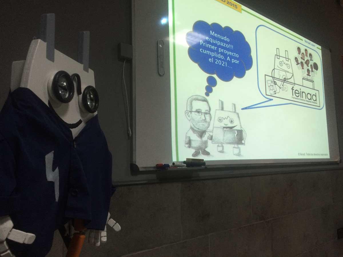 Pizarra digital con proyector y sonido integrado para dar clases de electricidad en FEINAD